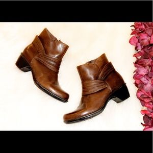 CLARK'S Leather Ankle Booties